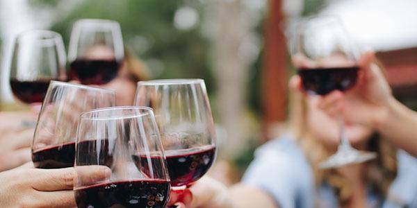 Jak długo trzeźwieje się po 1 kieliszku wina?
